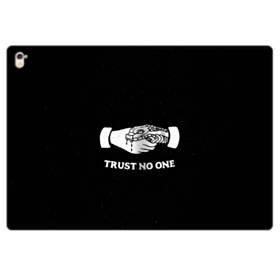 デザイン アルファベット008 trust no one iPad Pro 9.7 (2016) 合皮 手帳型ケース